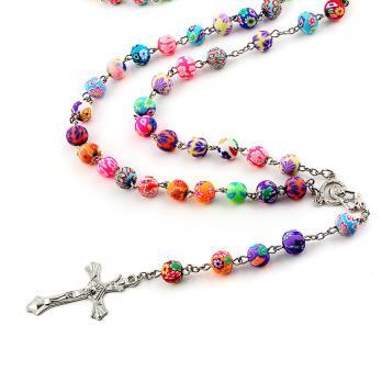 Разноцветные бусины католических чёток